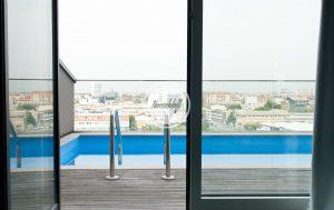 MI0094 nonsololoft location shooting video piscina skyline milano