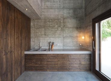 Mi0194-evMi0194-evidenza-location-video-shooting-vista-panoramica-openspace-loft-stile-brutalista-location-fotografiche-milano