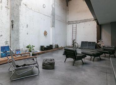 Mi0181 location video shooting delabrè design ampio soggiorno cucina metallo open space loft milano nonsololoft